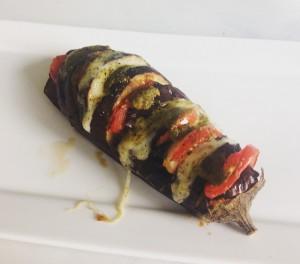 aubergine, mozzarella, pesto en tomaat